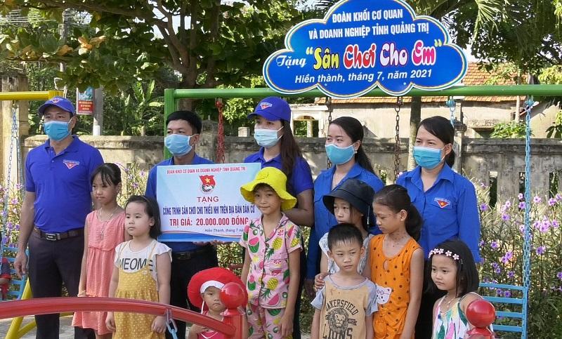 """Tổ chức Chương trình """"Tình nguyện chung tay xây dựng NTM"""" tại xã Hiền Thành"""